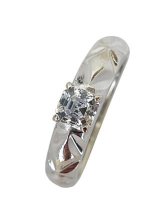 Кольцо с синтетическим камнем