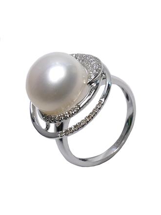 Кольцо с искусственным жемчугом и бриллиантами
