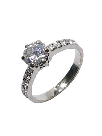 Кольцо с муассанитом и бриллиантами