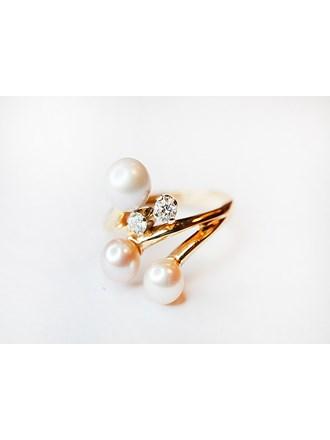 "Кольцо Золото 585"" с бриллиантами 2 шт, жемчуг 3 шт"