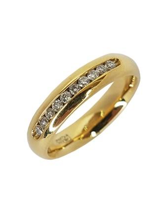 Обручальное кольцо с природным камнем