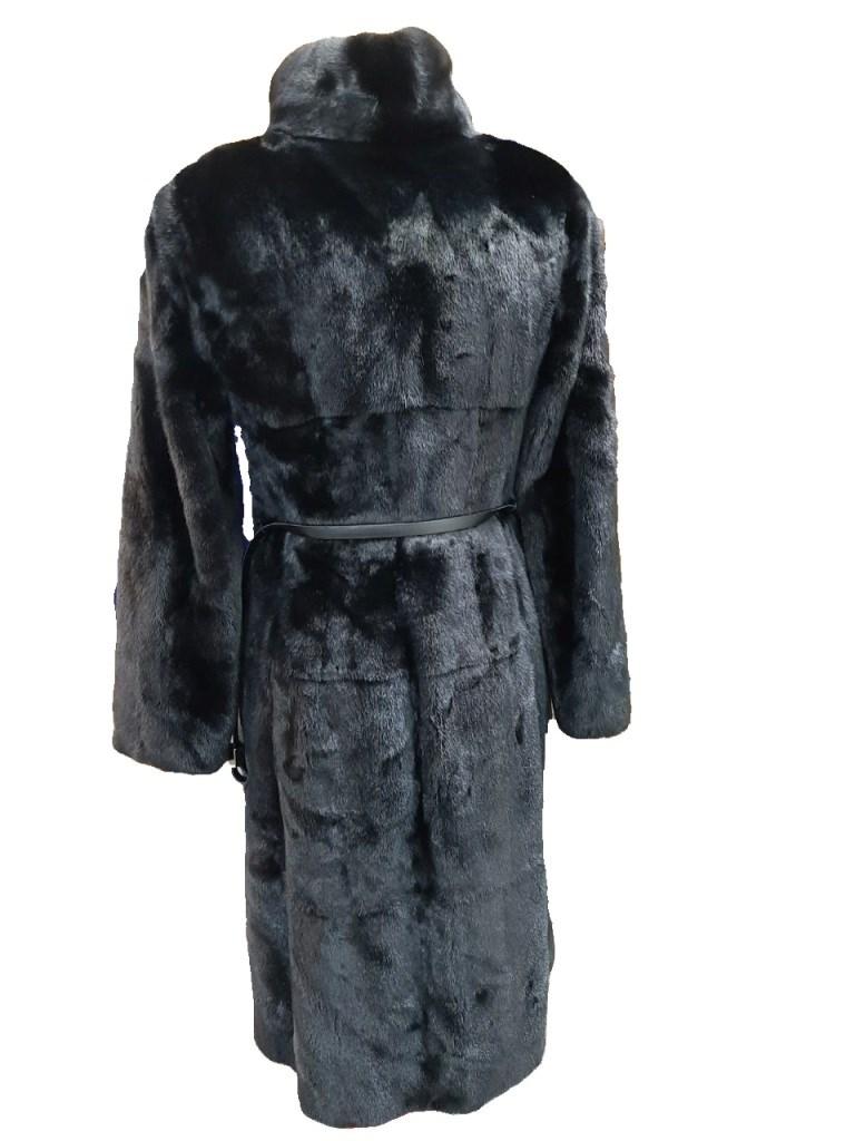 Пальто женское из меха норки c поясом.