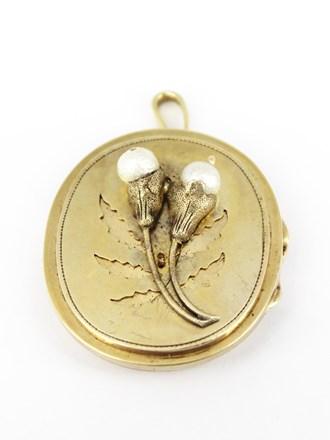 Медальон с жемчугом и стеклянной вставкой