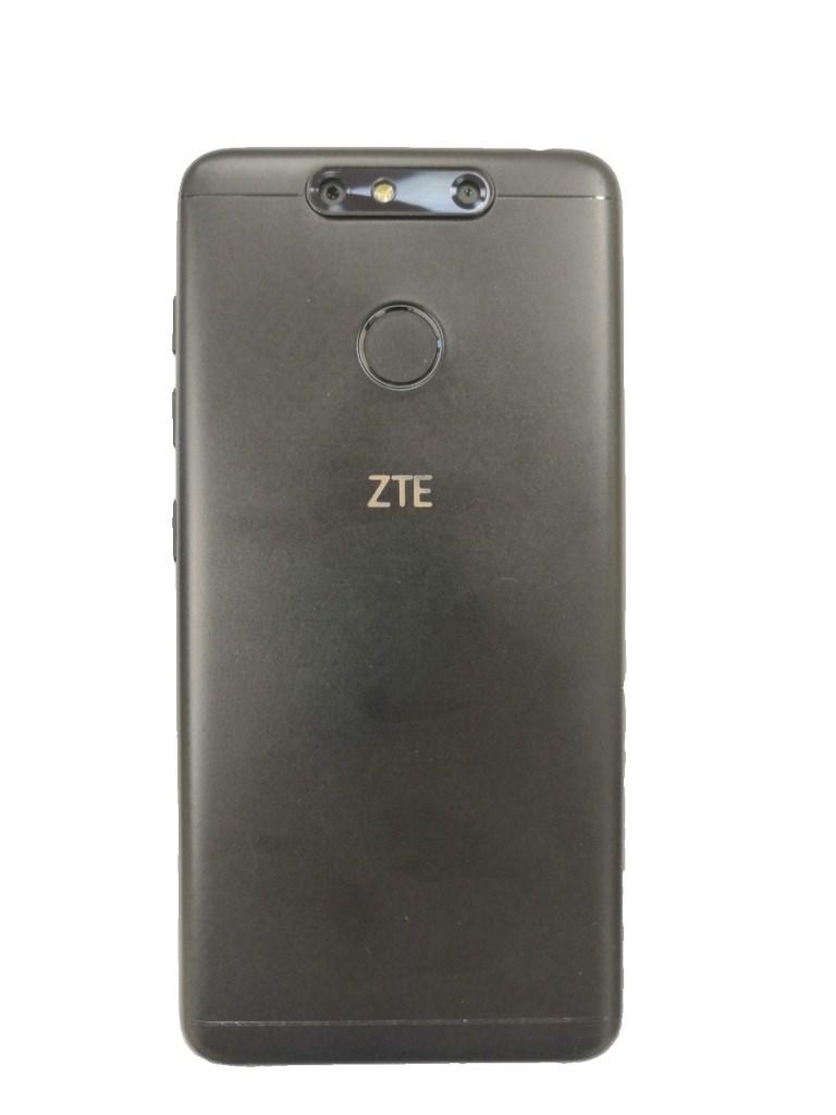 Смартфон ZTE Blade V8C.