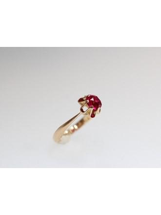 Кольцо с вставкой Золото 583