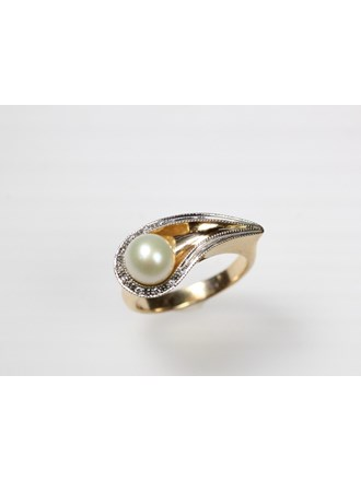 Кольцо с бриллиантами и жемчугом. Золото 585